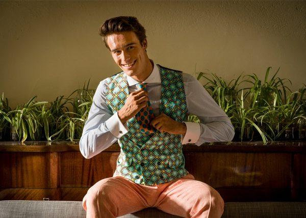 Félix Ramiro presenta el must del verano: la corbata estampada