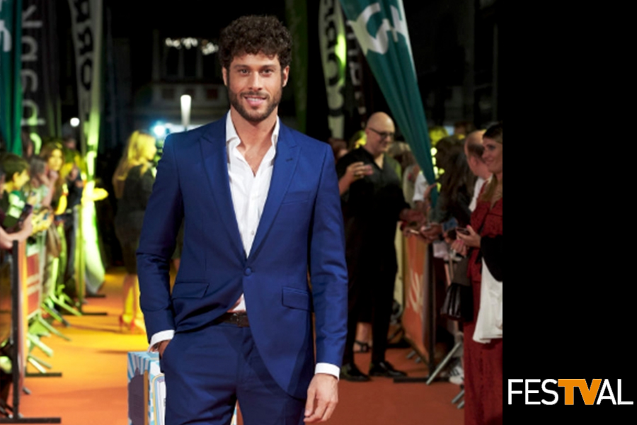 José Lamuño vistió un traje del diseñador Félix Ramiro durante el FesTval